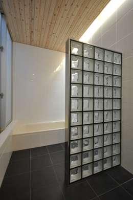 moderne Spa door 門一級建築士事務所