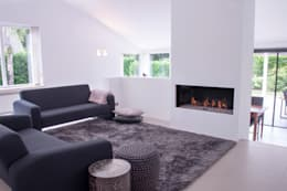 minimalistic Living room by IJzersterk interieurontwerp