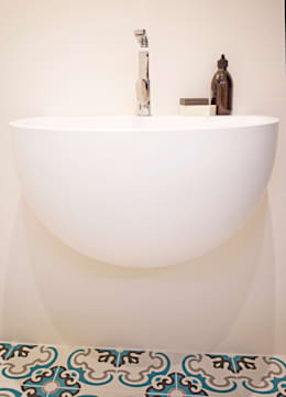italiaanse wastafel: moderne Badkamer door IJzersterk interieurontwerp