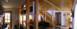 MARCELA CARRERAS - AUTO CONSTRUCCIÓN ASISITDA: Pasillos y hall de entrada de estilo  por M25