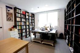 Estudios y oficinas de estilo moderno por 한글주택(주)