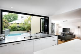 Renovated Kitchen: modern Kitchen by Moda Interiors