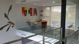 CASA H2 - Estudio Fernandez+Mego: Estudios y oficinas de estilo minimalista por Estudio Fernández+Mego