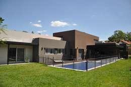 CASA M - Estudio Fernandez+Mego: Casas de estilo minimalista por Estudio Fernández+Mego