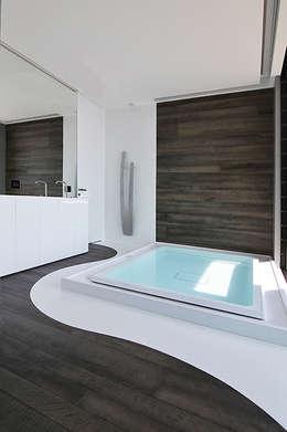 minimalistic Bathroom by Barra&Barra SRL