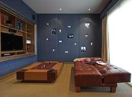 Refugio para la Pareja dentro de una Casa: Estudios y oficinas de estilo moderno por Xime Russo Interiores