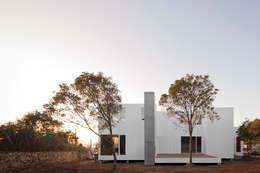 Projekty, minimalistyczne Domy zaprojektowane przez Jular Madeiras