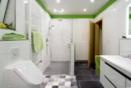 modern Bathroom by Immobilienphoto.com