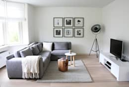 Appartement Amsterdam: moderne Woonkamer door By Lenny