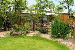 Jardins asiáticos por 有限会社 福山造園