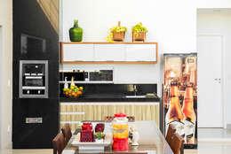 Cocinas de estilo minimalista por Duo Arquitetura