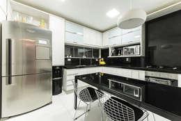 Projekty,  Kuchnia zaprojektowane przez Duo Arquitetura