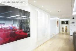 Ingresso, Corridoio & Scale in stile in stile Moderno di wizingallery