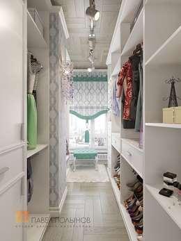 Двухуровневая квартира в неоклассическом стиле, ЖК «Жилой дом на Пионерской»: Гардеробные в . Автор – Студия Павла Полынова