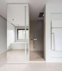 HABITATION PRIVÉE EN PÉVÈLE: Salle de bains de style  par mayelle architecture intérieur design