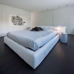 HABITATION PRIVÉE EN PÉVÈLE: Chambre de style de style Moderne par mayelle architecture intérieur design