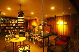부띠크빌라 까사델아야: 비온후풍경 ㅣ J2H Architects의  방