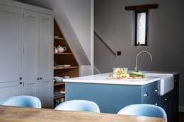 Cocinas de estilo moderno de It Woodwork