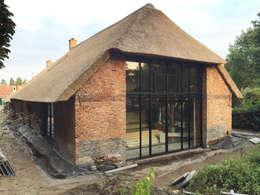 Casas de estilo rural por Arend Groenewegen Architect BNA