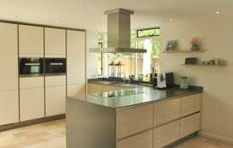 modern Kitchen by Atelier09