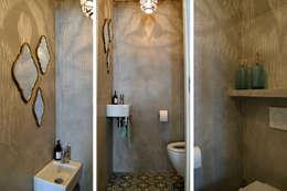 Appartement Amsterdam: industriële Badkamer door Atelier09