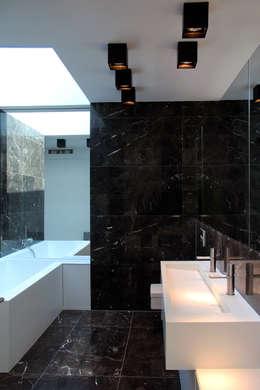 Ванные комнаты в . Автор – Architekt Zoran Bodrozic