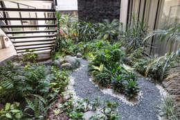 Jardines de estilo moderno de PHia
