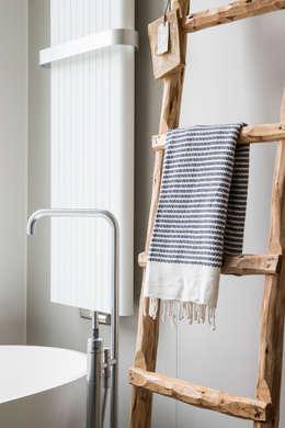 moderne badkamer: moderne Badkamer door choc studio interieur