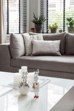lounge sofa van Meridiani: moderne Woonkamer door choc studio interieur
