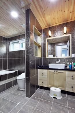 industrial Bathroom by 윤성하우징