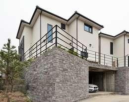 modern Garage/shed by 윤성하우징