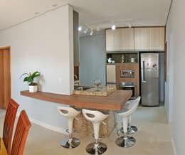 Cocinas de estilo moderno por Nailê Rabelo - arquitetura e design