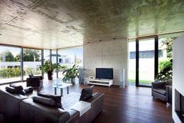 Livings de estilo moderno por Klaus Geyer Elektrotechnik
