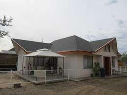 Casa Minusvalido Visual: Casas de estilo colonial por +ARQ