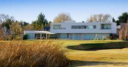 Vista desde Patio: Casas de estilo moderno por Poggi Schmit Arquitectura