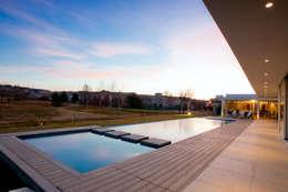 Vista Piscina 02: Piletas de estilo moderno por Poggi Schmit Arquitectura