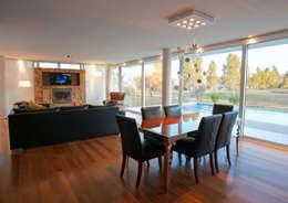 Estar Comedor: Comedores de estilo moderno por Poggi Schmit Arquitectura