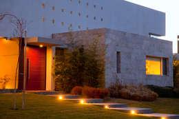 Detalle: Casas de estilo moderno por Poggi Schmit Arquitectura