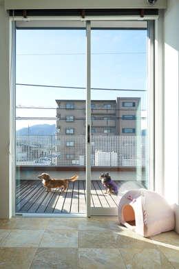 佐賀高橋設計室/SAGA + TAKAHASHI architects studio의  베란다