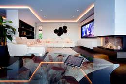 Salon de style de style Asiatique par Klaus Geyer Elektrotechnik