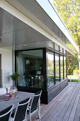 Hiên, sân thượng by Brand BBA I BBA Architecten
