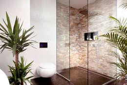 Salle de bains de style  par Klaus Geyer Elektrotechnik