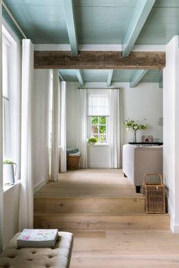 Restauratie Boerderij: rustieke & brocante Woonkamer door Brand BBA I BBA Architecten