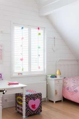 country Nursery/kid's room by Brand BBA I BBA Architecten