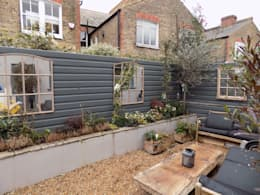 Quirky renovation in central London: eclectic Garden by Black Oak Builders Ltd.