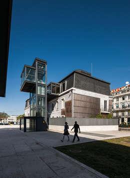 Reabilitação do Palacete do Relógio: Casas modernas por Alexandre Marques Pereira, Arquitectura Unipessoal Lda.