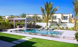 Piscinas de estilo  por Xterior Landscaping and Pools