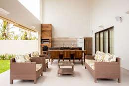 بلكونة أو شرفة تنفيذ Carolina Mota - Arquitetura, Interiores e Iluminação