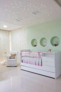 غرفة الاطفال تنفيذ Carolina Mota - Arquitetura, Interiores e Iluminação