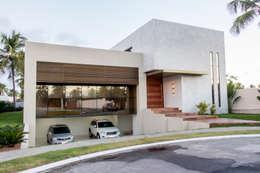 منازل تنفيذ Carolina Mota - Arquitetura, Interiores e Iluminação